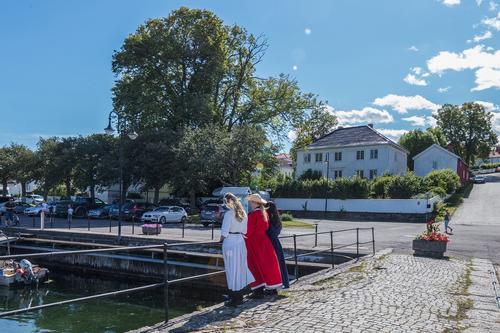 Pikene på broen - Åsgårdstrand