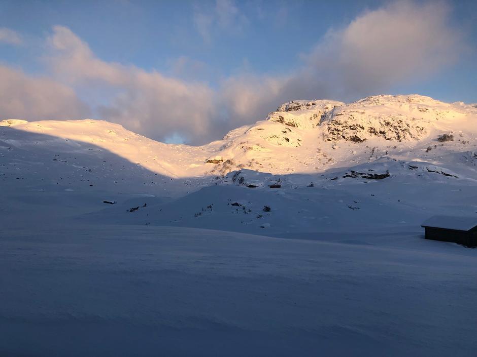 10 cm nysnø tirsdag morgen den 5. februar. Bildet er tatt mot Lysebekken fra Lortabu og innover retning Sandvatn.