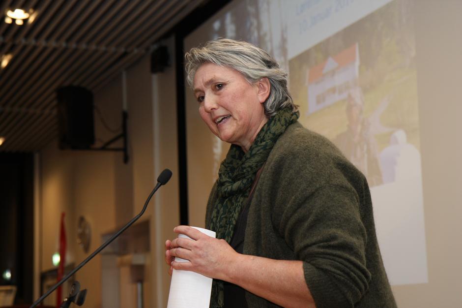 Helen Østbye fortalte spennende detaljer om Lørenskog sine mange stier og huler.
