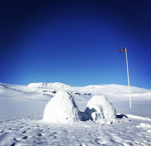 Iglo med utsikt over Finsevatnet