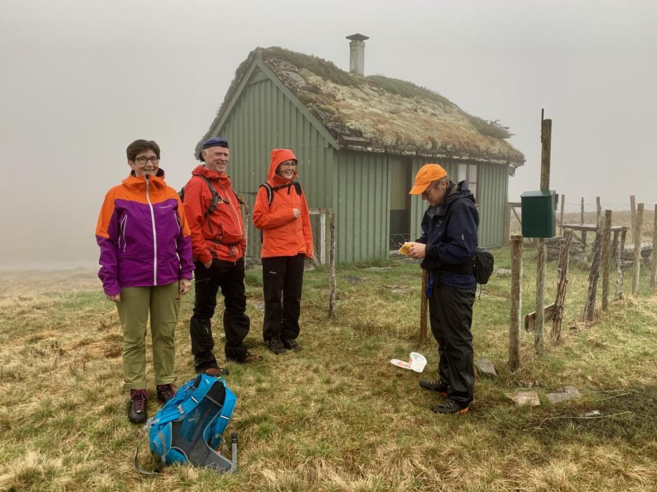 Fire frå Førde trassa vêret og tok turen til Finneskotet.