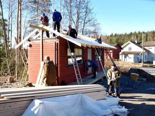 Nytt tak på Skiklubbens skileik-brakke