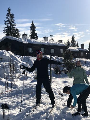 """Skiskyting"" med snøballer."