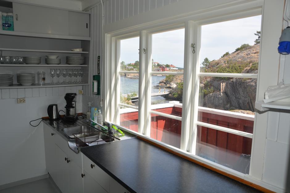 Kjøkkenbenk med utsikt