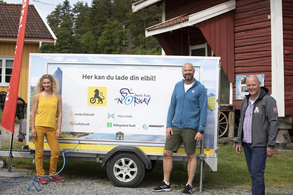 Det er en utfordring med for få ladestasjoner mange steder i landet. Derfor vil NAF og DNT, i samarbeid med fem lokale kraftselskaper i nord og sykkelrittet Artic Race of Norway, utplassere tre mobile ladestasjoner på populære turdestinasjoner i Nord-Norge i sommer.