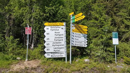 Ta til venstre. Det er kortaste veg til Golsfjell Fjellstue