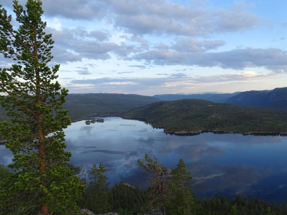 Strøen og Vassfaret på fredag kveld sett fra Kviturden (950 moh).