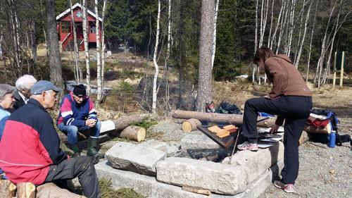 Vi tenner sankthansbål på Kjulstjern, så ta med grillmat og drikke