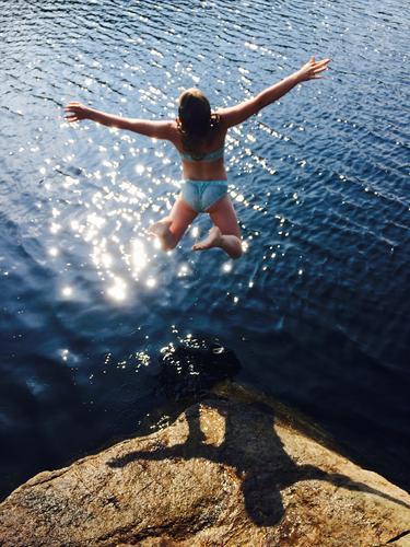 Min barndoms badeplass som leder til min favorittsti som er vannet. Har nå igjen har blitt til mine barns favorittsti. Eia, Eiavann, Rogaland Norge.