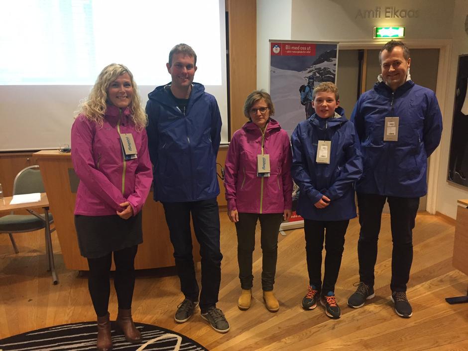 Desse var dei heldige vinnarane av hovudpremiane - jakker frå Bergans - til TiTurFørde: Lillian Smelvær Olstad, Edvin Bruland, Mariann Ulltang Birkeland, Thomas Tefre og Børge Klakegg.