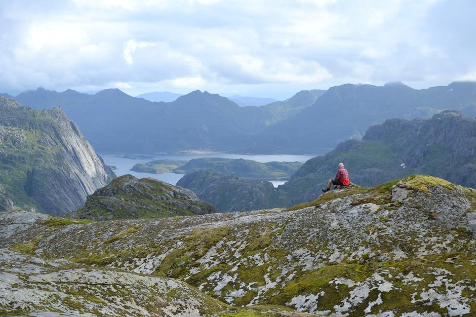 Utsikt fra Wallenheia (587 moh) mot Raftsundet