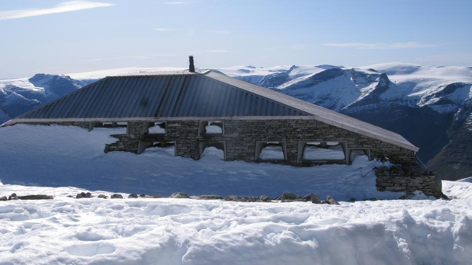 Søndag 22.9: Skålabu. Snø, men godt besøkt i helgen.
