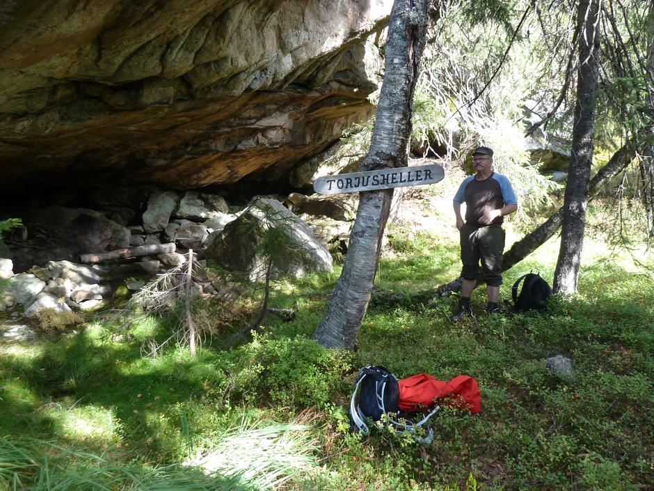 Kåre Dalane fortel saftige bjørnehistorier ved Torjushelleren.