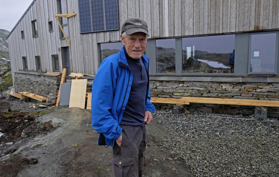 Bjarne Huse er fornøyd med den nye hytten på Breidablik. Så den første gang mandag.