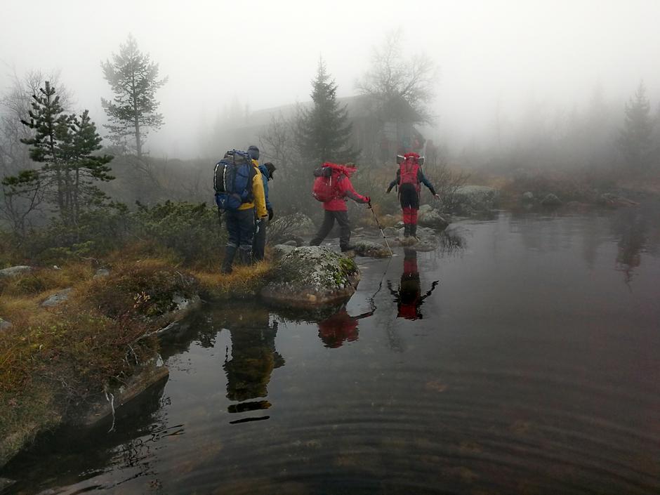 Vi stoppa ved Fjellvatnet og tok matpause der.