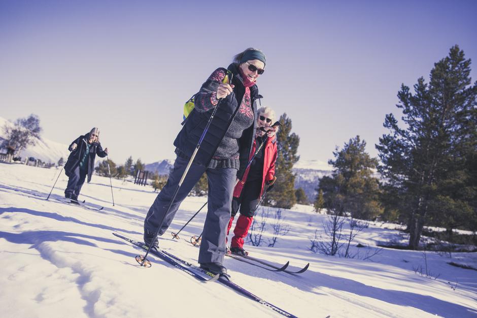 Et medlemskap i DNT gir rabatt på Sota Sæter i Breheimen - og mulighet for flotte skiturer ut fra hytta.