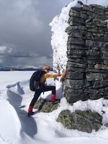 Søndag 29.4: Varden på Søndagsfjellet (1257 moh). Mellom Norddalshytten og Vardadalsbu