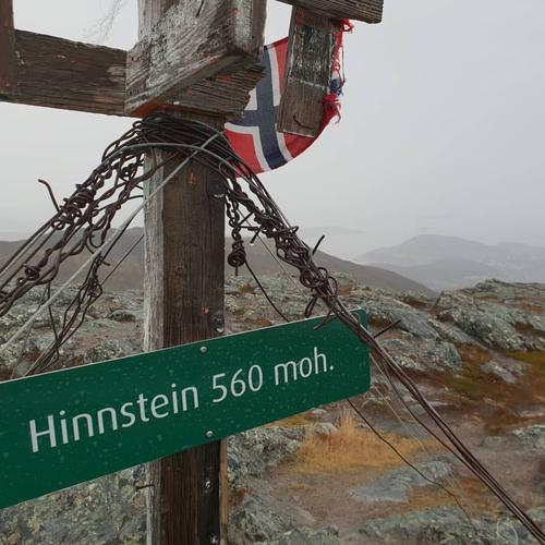 Bilde av varden på toppen av Hinnstein