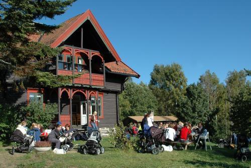 Sæteren gård er et barnas tursted i Bærumsmarka. Men også voksne er velkommen hit, og gården er et fint turmål for en nærtur.