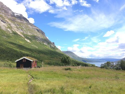 Vassendsetra Hytte i Trollheimen. Sidste stop på signatur ruten!  Smukt ser det ud med Gjevilvass søen i baggrunden!