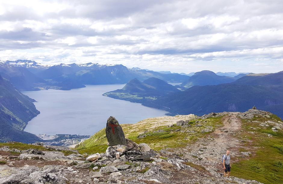 Venjesdalsbu ligger ved foten av Romsdalseggen.