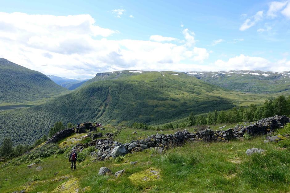 Tur til Li og Ormsete: Stølen Ormsete øvst i Nundalen.