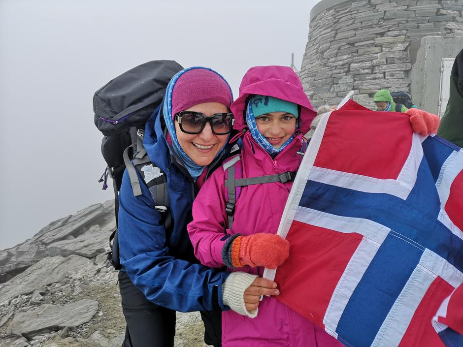Mor og datter på Snøhetta