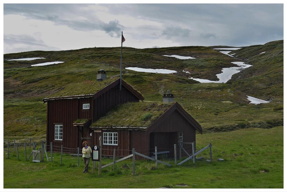 Sommerbilde av Orkelsjøhytta.