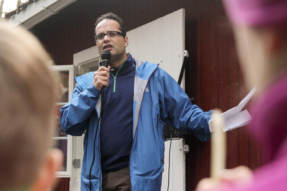 Styremedlem i DNT Oslo og Omegn, Amjad Hussain, holdt en inspirerende tale.