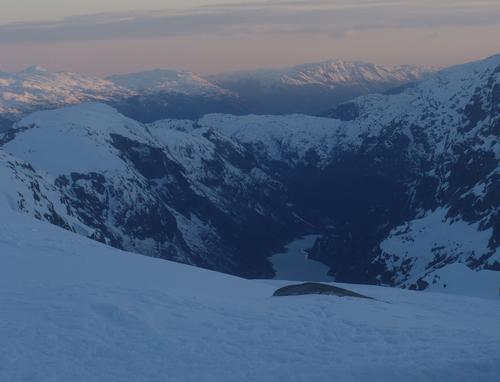 Kveldsutsikt fra Sauabrehytta ned Sandvikedalen.
