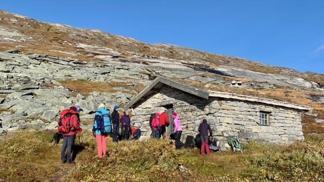 Steinstua ved Nordre Bjøllåvatn