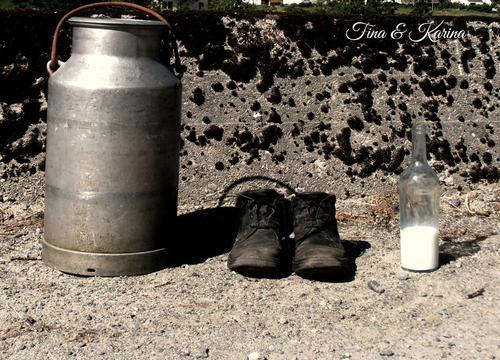 Et melkespann, noen gode sko og ei melkeflaske