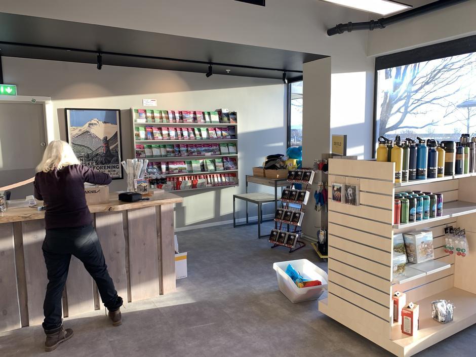 Innredning og varer snart på plass i ny butikk
