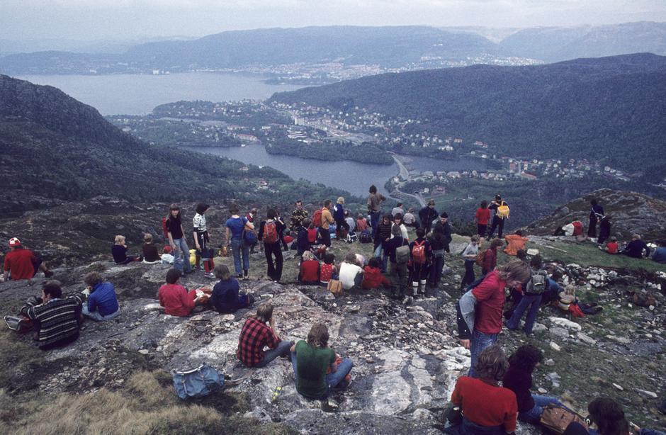 Lyderhorn: Pause på tredje siste fjell slik turen var i 1976.