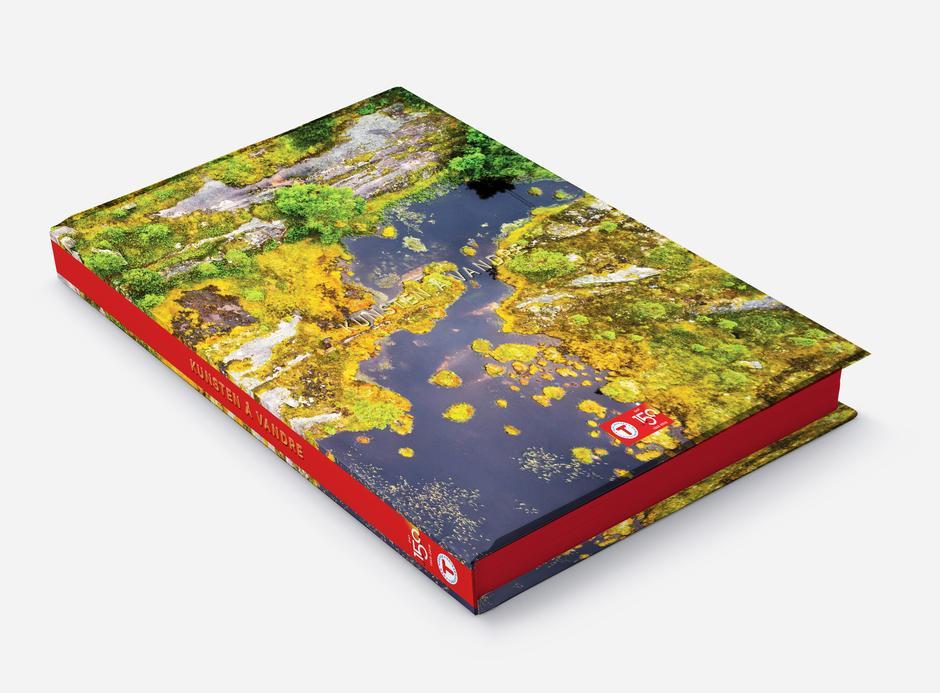 """Jubileumsboka """"Kunsten å vandre"""" er en praktbok full av fine detaljer - og er perfekt som en gave."""