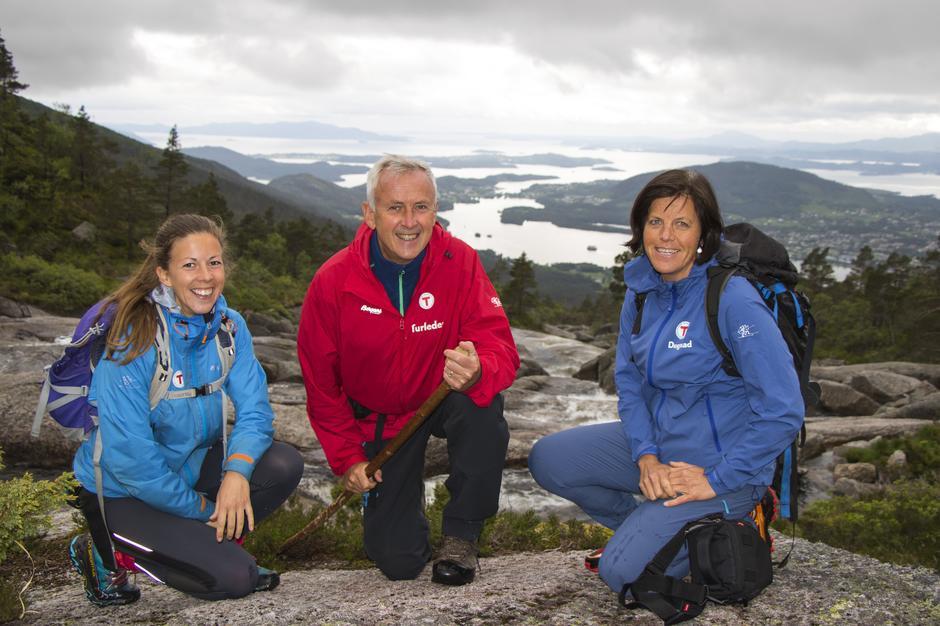 Fra venstre: Mari Teigen Varanes, Jan Martin Skaaluren og Anne Kari Enes ved Bremstølen.