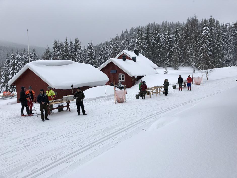 Medhjelpere fra LOT sto for drikkestasjon ved Presteseter på Vindfjelløpet 2018.