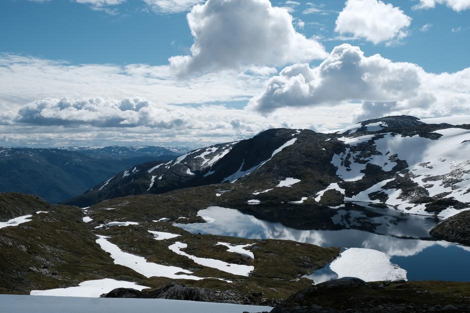 Utsyn mot aust, Revavatnet, Eggje. Hardangervidda.