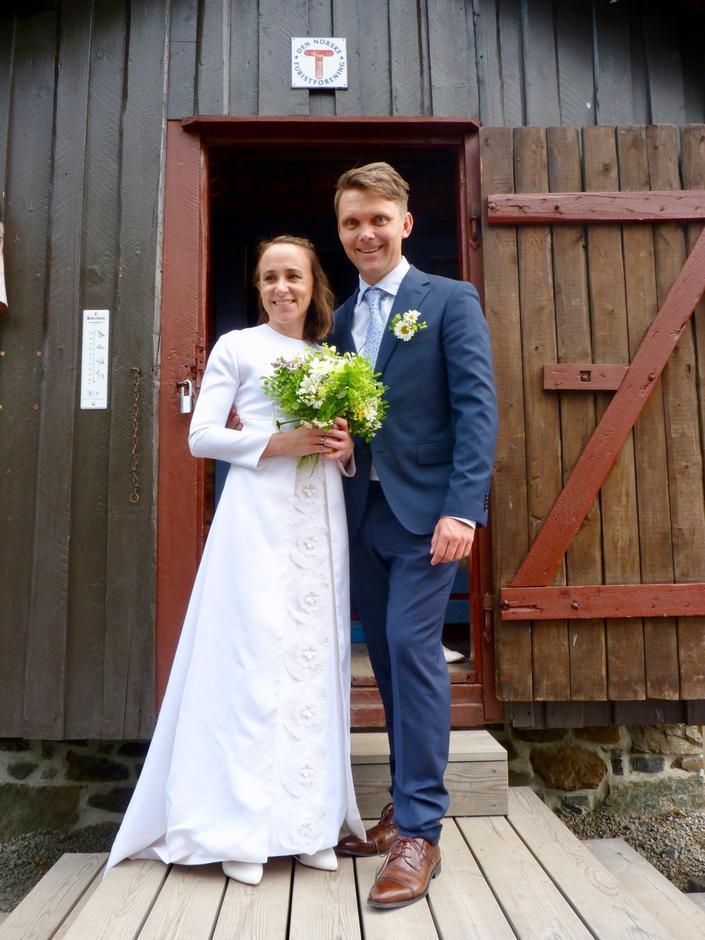 Katrine Moen og Øystein Slemmen tvilte ikke da muligheten til å gifte seg i Hovinkoia dukket opp.