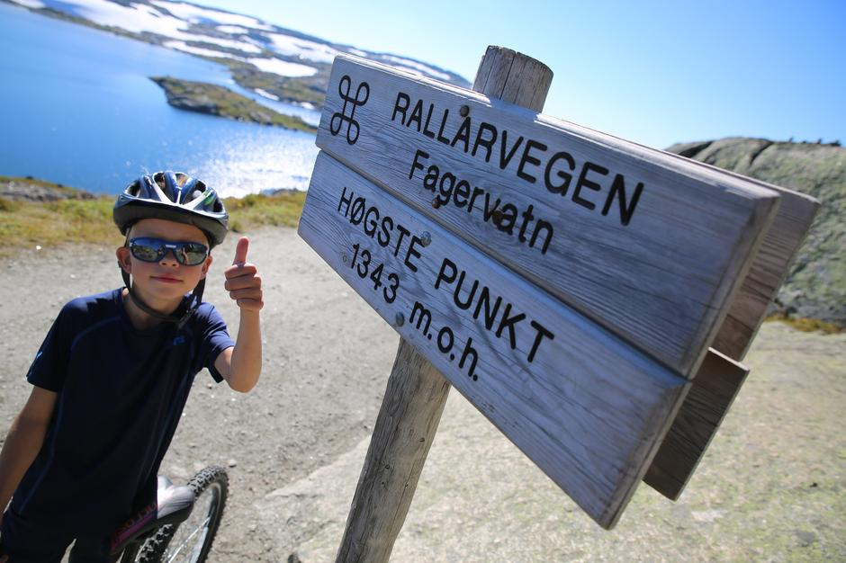 Tommel opp: Rallarvegen er en super sykkeltur for barnefamilier.