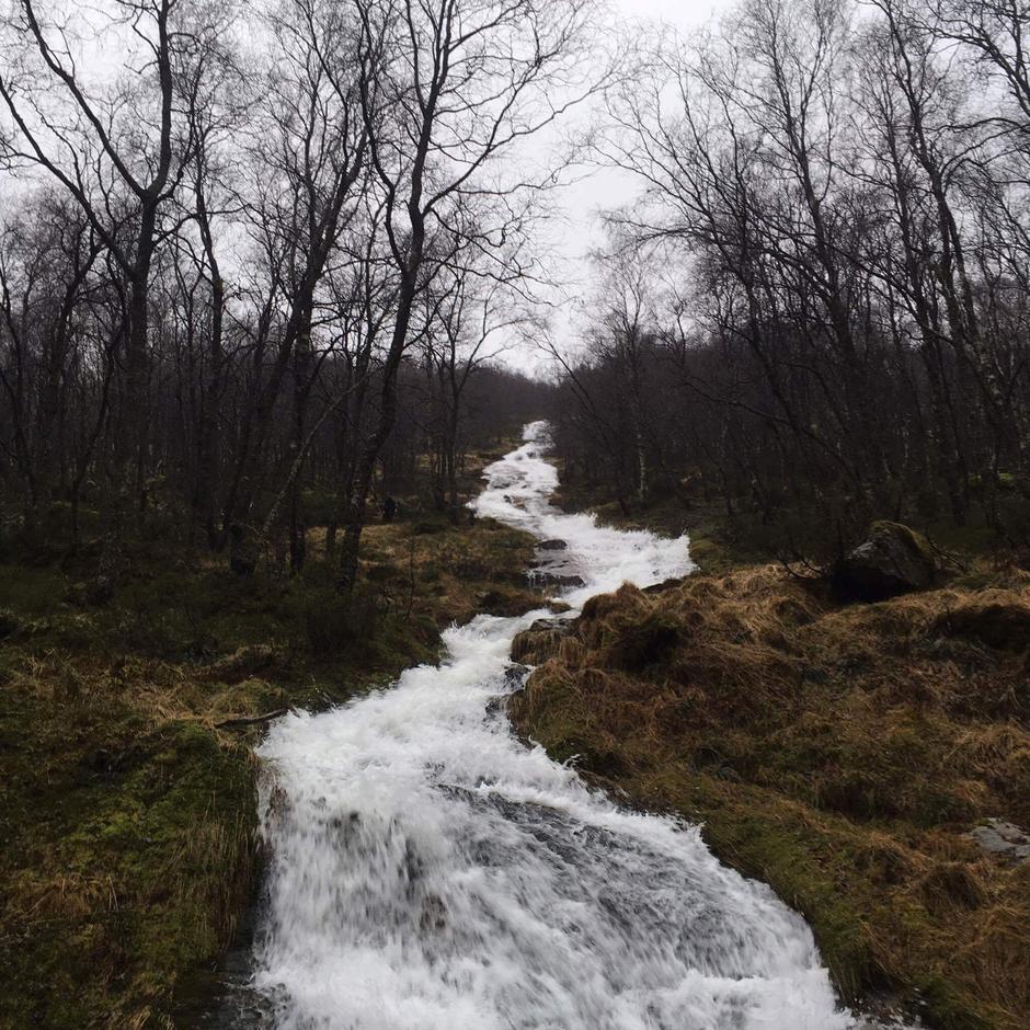 Farlige side bekker på stien mellom Bjordal og Kvitlen Bilde er fra 2 Januar