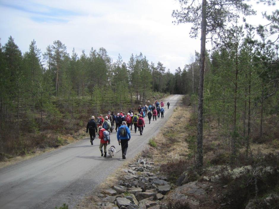 Her er folket på vei tilbake til bilene. Fri fart!