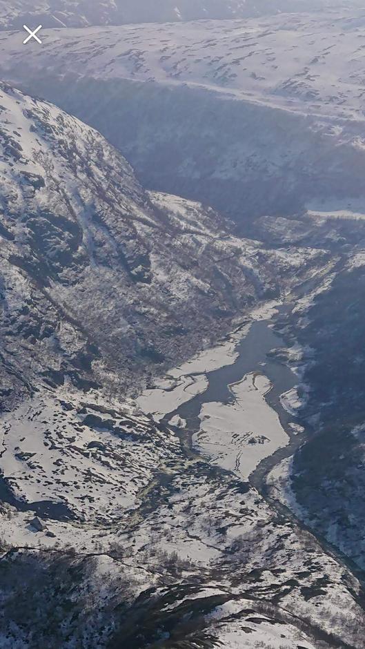 Elven i Kvitladalen er stor på grunn av snøsmelting- Stien inn til Kvitlen ligger dermed den 19 april under vann.