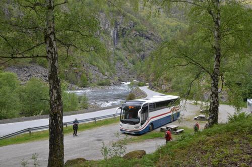 Med buss og båt til fjells