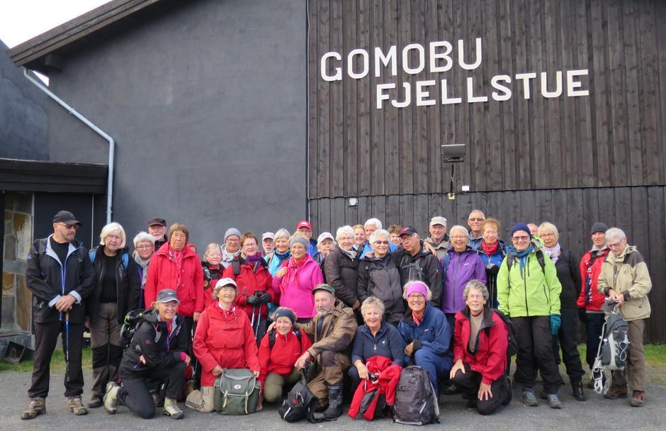 Seniorgruppa på fjelltur, Gomobu Fjellstue