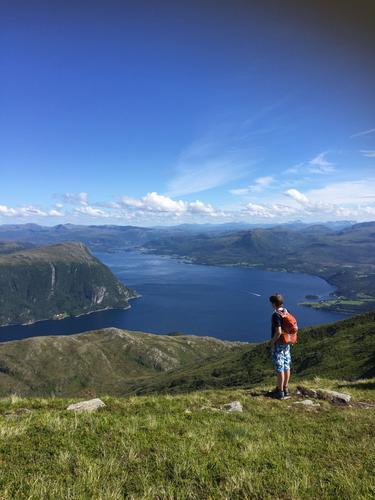 Topptur til  Storøra, Tustna i Aure kommune, Møre og Romsdal