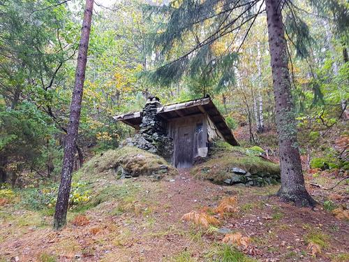 Jordhytta til Nils Vevstad i Øygardslia.