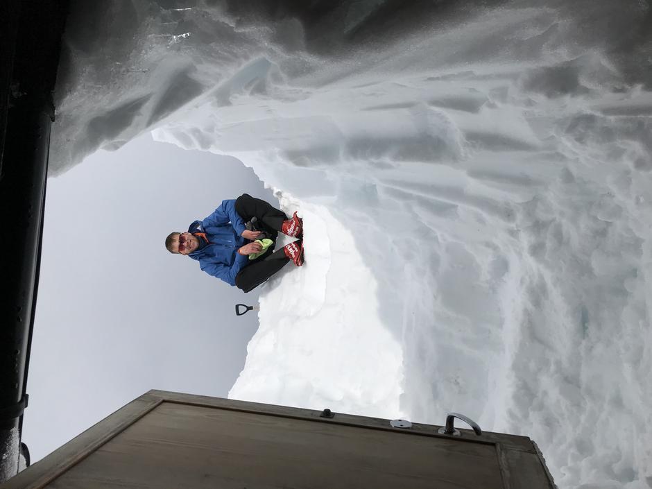 Etter MYE snømåking er også sikringshytta på Tjørnbrotbu klar for besøk.