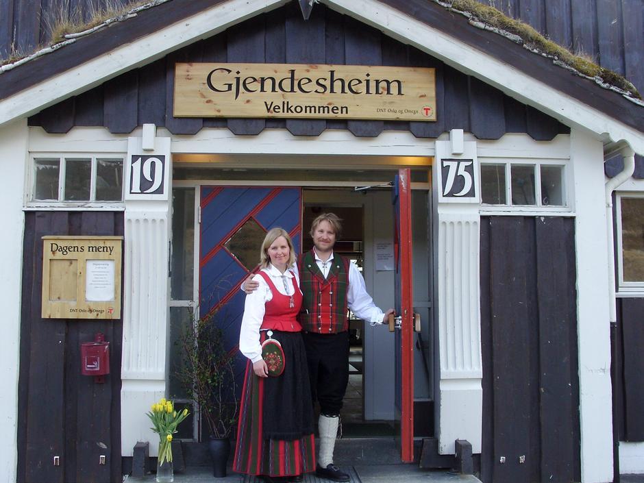 VELKOMMEN: Vertskap på Gjendesheim er Marius Haugaløkken og Anne Taagvoll