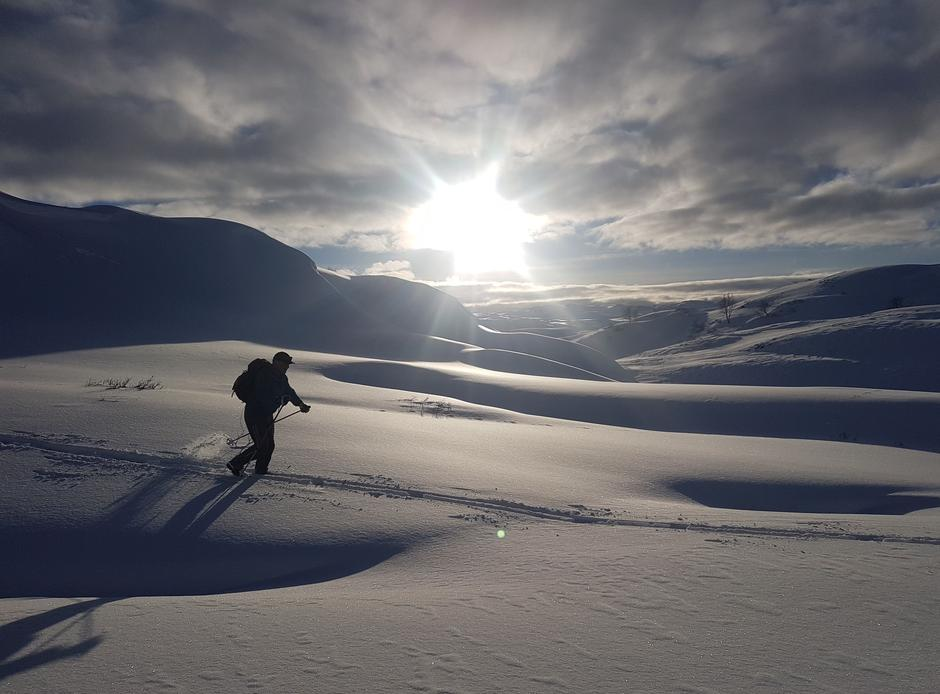 Tirsdag 16.3: På vei fra Kvitingen til Gullhorgabu i Bergsdalen. Fine skiforhold!